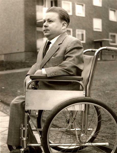 Hans Reinhardt im Rollstuhl